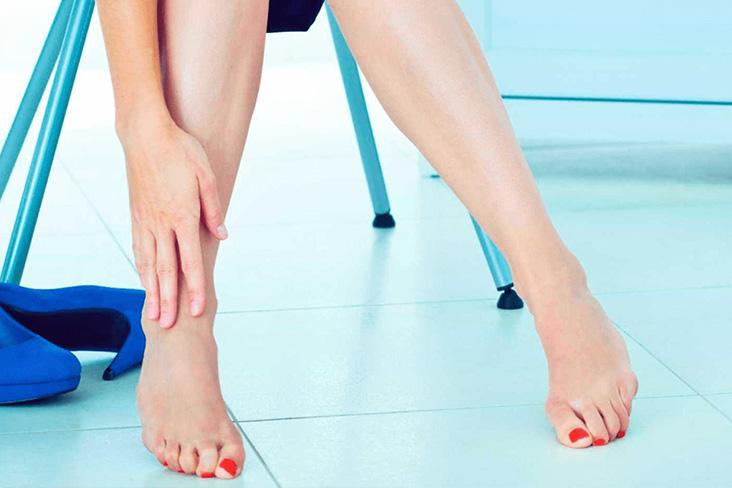 mulher com pernas bonitas e lisas